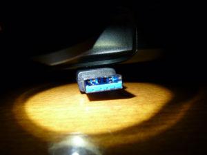 USB3.0は奥にもピンがある
