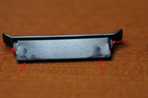 ホコリ防止カバーが固い場合に削る箇所