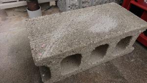 刃の欠けなどで重宝するコンクリートブロック