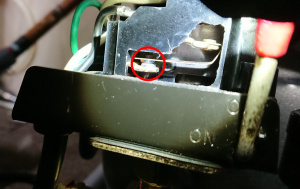 故障したコンプレッサーの圧力スイッチ接点