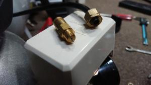 圧力スイッチの排気ホース部(スイッチ側)