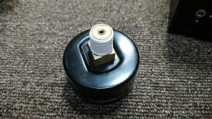 圧力計へシールテープ巻き
